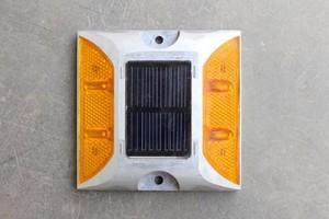paku-marka-solar-4-lampu-2