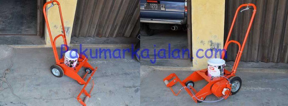Kami merupakan pembuat Mesin Marka Parkiran yang melayani pengiriman ke seluruh Indonesia. Mesin Marka Parkiran adalah mesin yang digunakan untuk membuat garis pada parkiran. Mesin Marka Parkiran ini juga bisa diaplikasikan pada beton dan aspal. Spesifikasi : – Material :