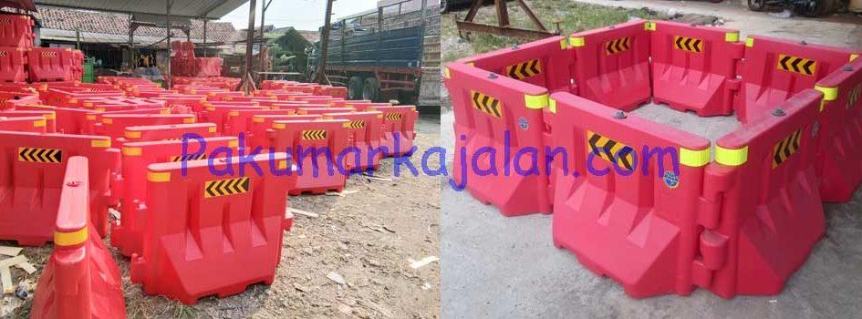 Kami merupakan penjual dan pabrikasi Separator Plastik yang melayani pengiriman ke seluruh Indonesia. Separator Plastik merupakan perangkat pengatur lalu lintas sementara yang berbahan HDPE yang bisa di isi dengan air atau pasir sebagai pemberat. Spesifikasi : • Buatan Indonesia •