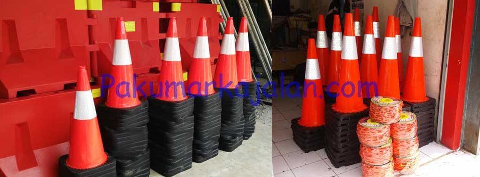 Kami menjual Traffic Cone atau Safety Cone dan kami melayani pengiriman ke seluruh Indonesia. Traffic Cone adalah perlengkapan lalu lintas yang digunakan untuk mengarahkan lalu lintas untuk menghindari bagian jalan yang sedang dilakukan perbaikan. Spesifikasi : Jenis GTM-TC01 : –