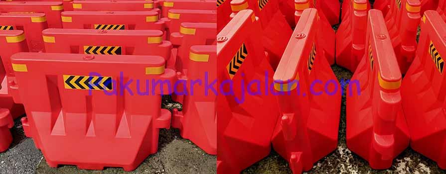 Movable Barrier Plastic merupakan perlengkapan jalan berbahan HDPE yang dibuat dengan sistem Blow Molding yang mempunyai fungsi sebagai pembatas jalan atau pembagi ruas jalan para pengguna jalan raya dan juga sebagai pembagi jalan alternatif atau jalan utama Type GTM-WRB120 Spesifikasi